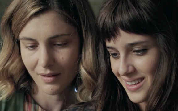 Le due attrici durante una scena del film