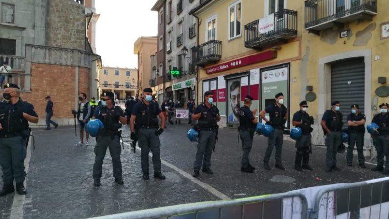 La copiosa presenza della Polizia stamattina ad Ariano Irpino per l'arrivo di Matteo Salvini